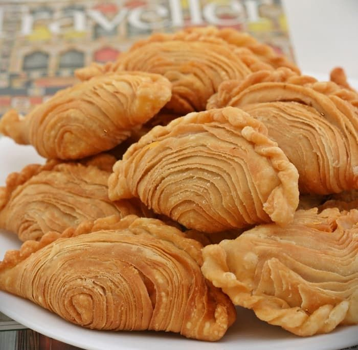 Curry-Puff-Aka-Karipap